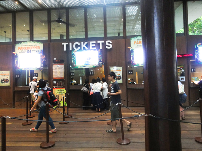 シンガポール動物園でのオラウータンと朝食イベント