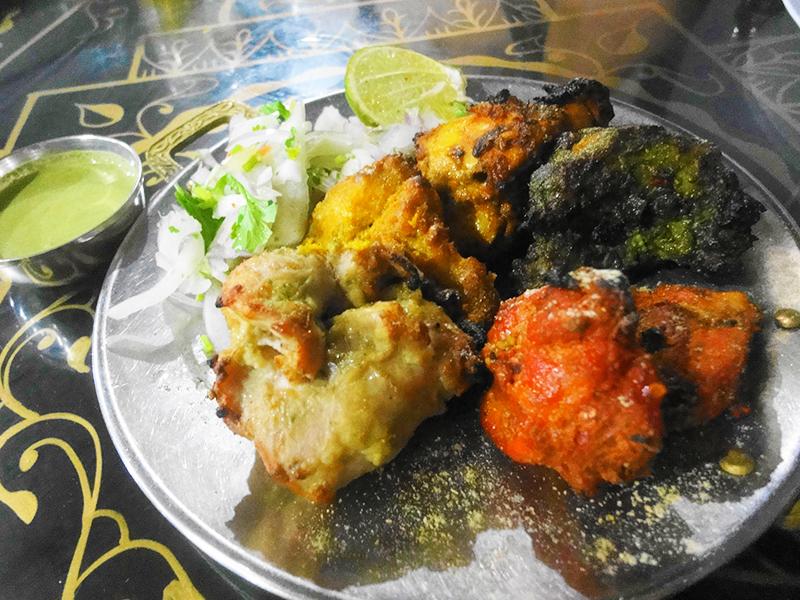 リトルインディアのタンドリーチキンの有名店:Khasama Tandori Restaurant